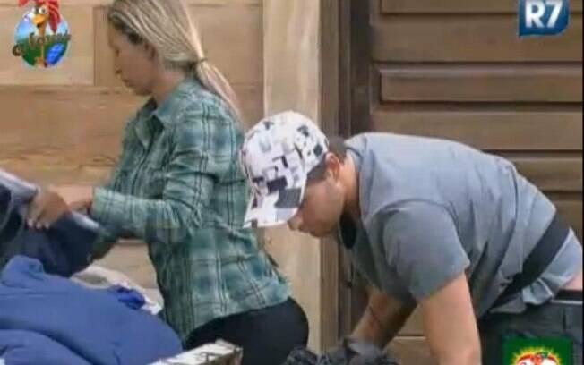 Valesca Popozuda ajuda Thiago Gagliasso a fazer as malas