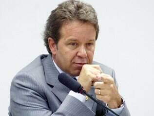 Resposta. Luiz Fernando Faria respondeu que não recebeu valores nem indicou empreiteira para obra