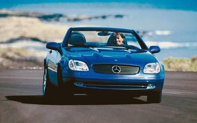 O Mercedes-Benz SLK 230  tem várias razões para estar na lista, como tração traseira, versão manual e sobra de fôlego