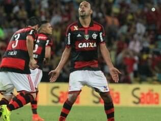 Alecsandro marcou dois gols de pênaltis e ajudou muito o Flamengo a inverter vantagem do Coxa