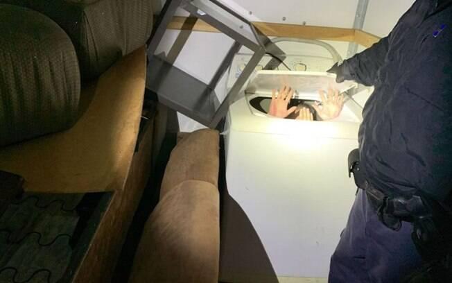 Um dos imigrantes foi encontrado dentro de máquina de lavar