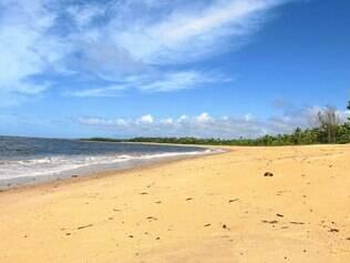 Deserta. Praia de Santo André é bem tranquila