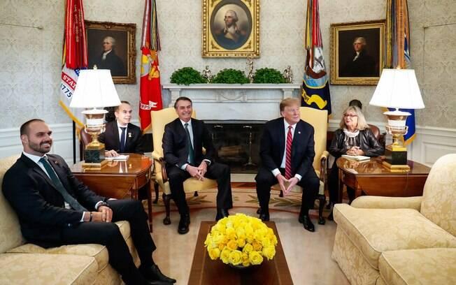 Eduardo Bolsonaro participa de reunião com Trump e chanceler brasileiro se sente incomodado