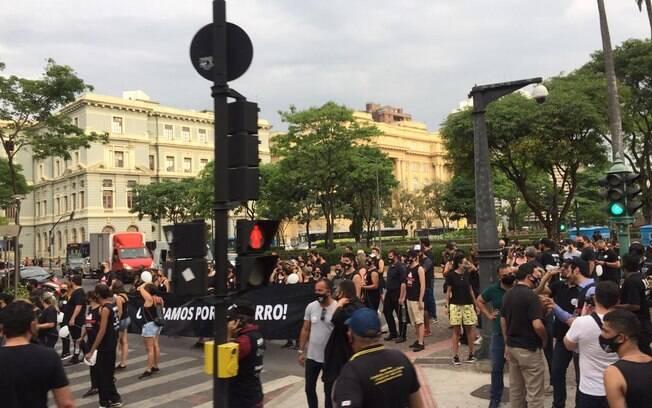 Profissionais da área de eventos cobram retomada e protestam contra festas clandestinas em Belo Horizonte