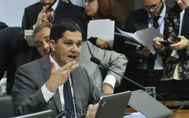 O senador Ricardo Ferraço (PSDB-ES) relata  a proposta que reduz maioridade penal para 16 anos
