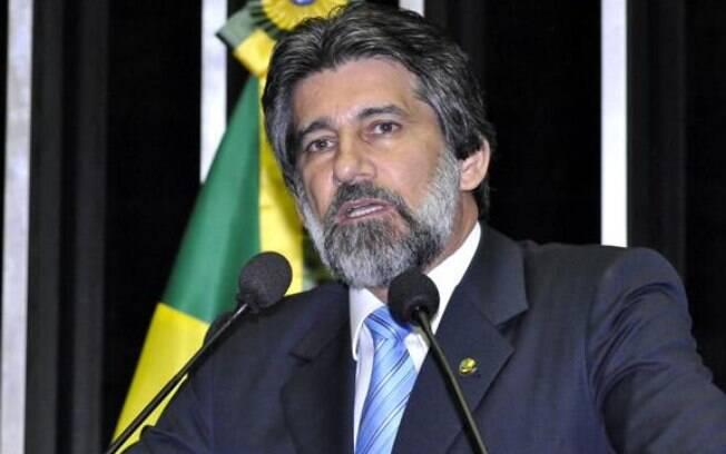 Senador pelo PMDB de Rondônia, Valdir Raupp foi governador de Rondônia e líder do partido