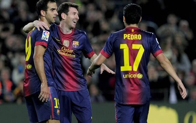 Lionel Messi comemora um de seus dois gols na  vitória do Barcelona por 3 a 1 sobre o Real  Zaragoza