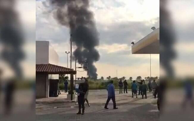 Avião da FAB caiu próximo à rodovia Rio-Santos, mas ninguém ficou ferido; os militares conseguiram ejetar