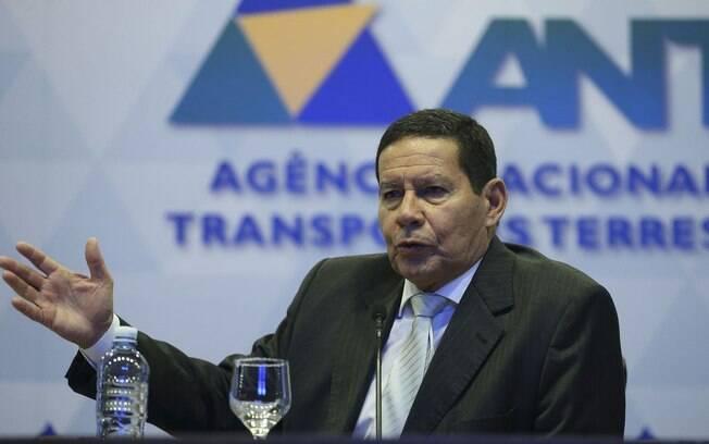 Vice-presidente eleito, Hamilton Mourão, falou em aprovar