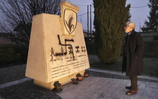 Suástica é pichada em monumento antifascista na Itália