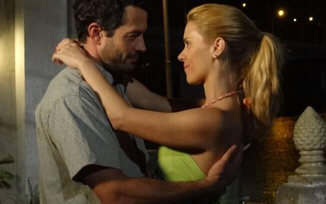 Malvino Salvador e Carolina Dieckmann em cena da novela