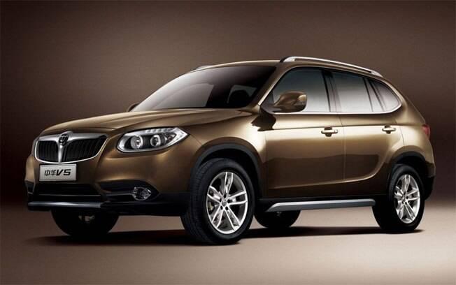 A BMW e a Brilliance são parceiras, produzindo o X1 na China. Mas isso não impediu a marca chinesa de criar o clone V5
