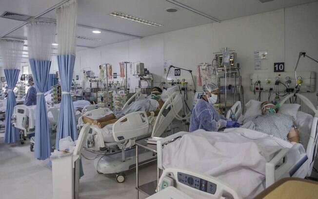 Pacientes com Covid-19 na UTI de hospital privado em São Paulo