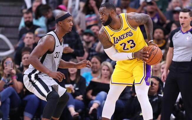 A novidade do sábado a noite é que LeBron James é sexto maior cestinha da NBA na história