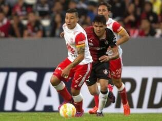 No primeiro jogo do grupo do Galo na Libertadores, Santa Fé saiu vitorioso
