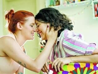 'Sim' ao amor.  Mohara Villaça, 27, e Estefânia Mesquita, 25, se casaram em setembro deste ano