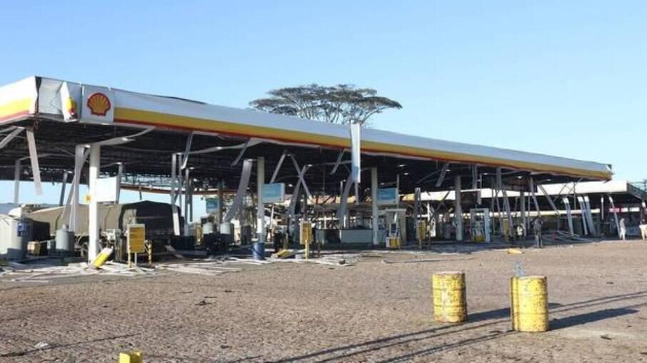 Posto de combustível após explosão