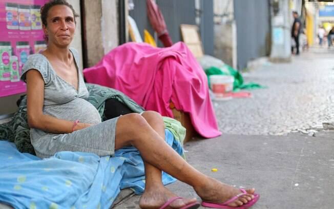 Iriana grávida na rua