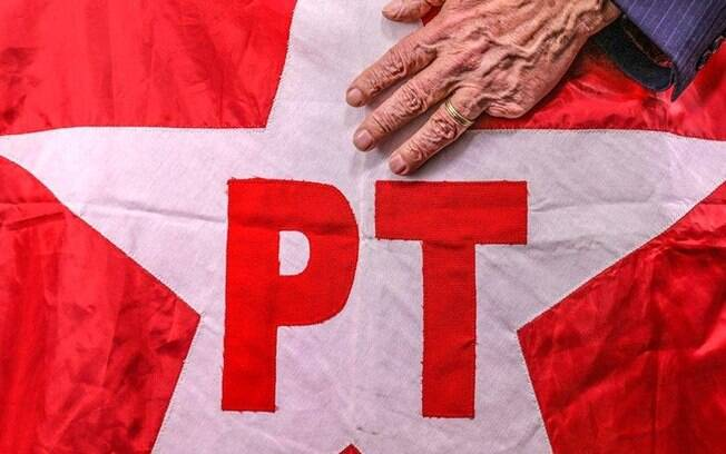 Pesquisa aponta Lula como político melhor avaliado, perdendo em popularidade para Joaquim Barbosa e Sérgio Moro