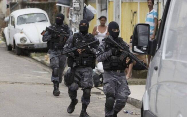 Armamento foi encontrado durante operação na Favela do Rolo, na zone oeste da cidade