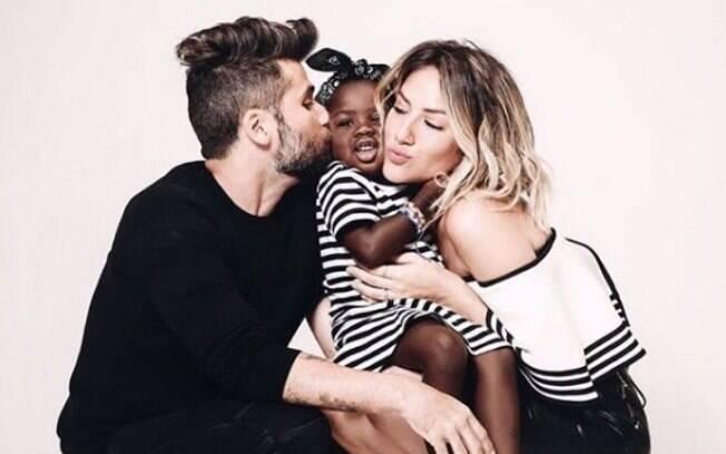 Giovanna Ewbank com a filha Titi e o esposo Bruno Gagliasso