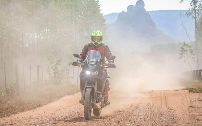 Levantando poeira com a aventureira Honda CRF 1000L Africa Twin