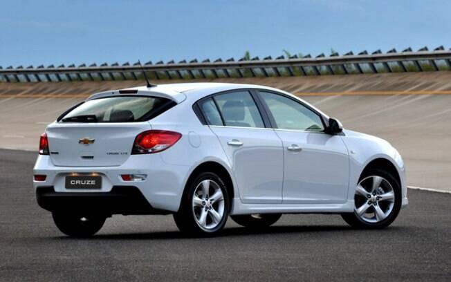 O Chevrolet Cruze se destaca entre os hatches médios, custando o mesmo que um Onix Activ