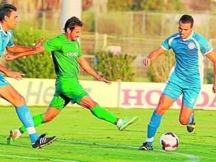 Liga. Time do brasileiro Gustavo Boccoli, Maccabi Haifa tem uniforme fornecido pela Nike e tem o patrocínio da montadora Honda