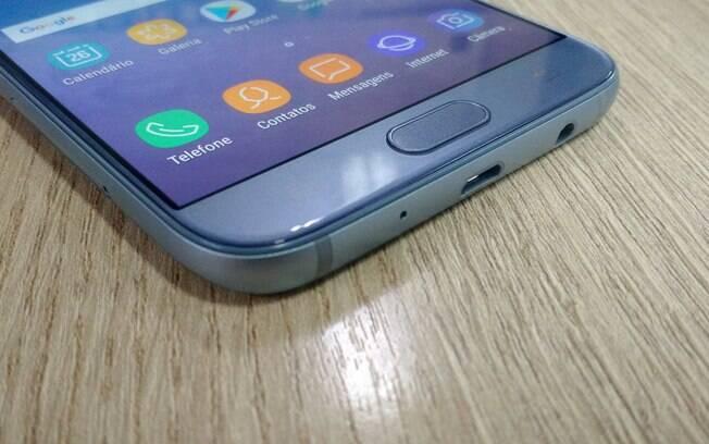 6ddfd0c145 Galaxy J7 Pro conta com leitor de impressão digital na parte frontal. Foto   Victor