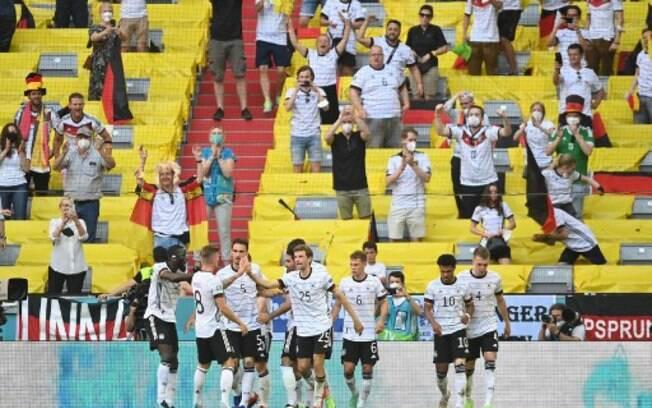 Alemanha vira, vence a primeira na Euro e complica vida de Portugal