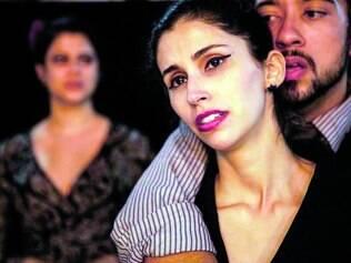 Tensão. Trama gira em torno da relação entre as irmãs Alícia e Marcela e se estremece com a chegada de Augusto, ex-marido de Alícia
