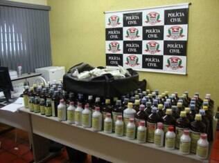 Policiais apreenderam 609 embalagens com líquidos para tratamentos diversos