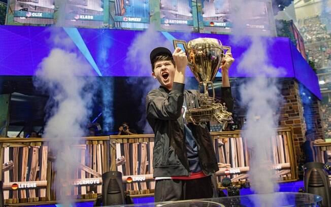 O campeão de Fortnite,  Kyle Giersdorf, afirmou que pretende economizar a maior parte da verba que ganhou