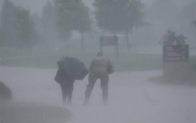 Chuvas desse domingo (24) deixaram centenas de casas destruídas e algumas áreas isoladas