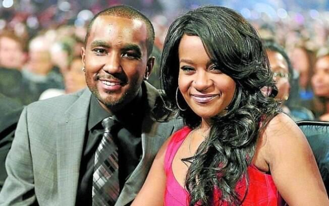 Nick Gordon, acusado de matar a filha de Whitney Houston, Bobbi Kristina, foi preso por agredir a atual namorada