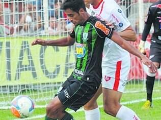 Meia Tchô é dúvida no jogo contra o Bahia na Arena Fonte Nova
