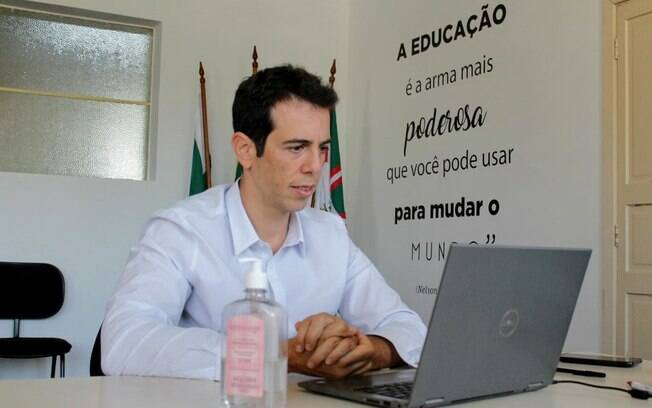 Feder ocupou cargo de secretário de Educação do Paraná em janeiro de 2019