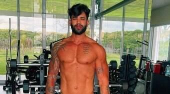 Gusttavo Lima posta fotos malhando e recebe elogios