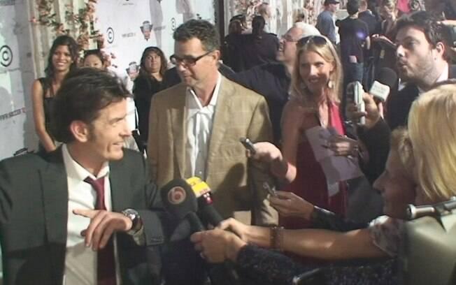 Danilo Gentili entrevista Charlie Sheen