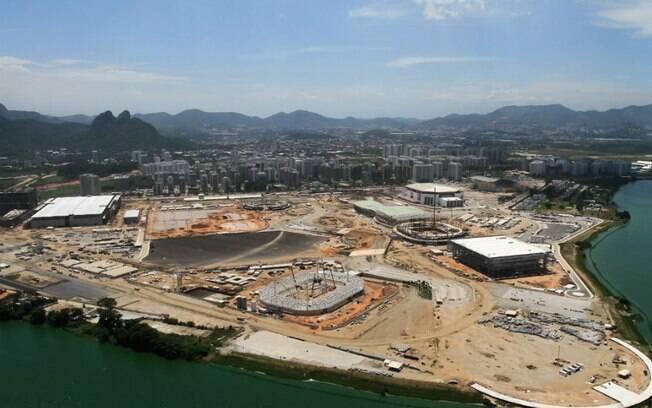 Visão geral das obras do Parque Olímpico da Barra da Tijuca, no mês de março de 2015