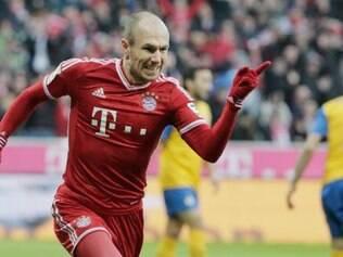 Robben marcou os dois gols da vitória por 2 a 0, que manteve a equipe invicta nesta temporada do Nacional