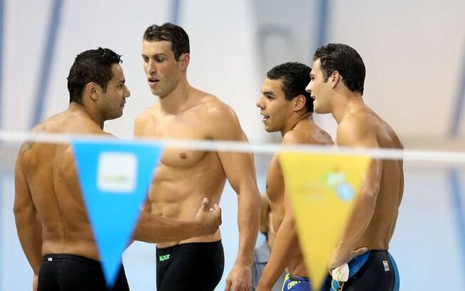 Felipe França, Guilherme Guido, Arthur Mendes e Marcelo Chierighini: revezamento no 4x100m quatro estilos. Foto: Satiro Sodre/SSPress