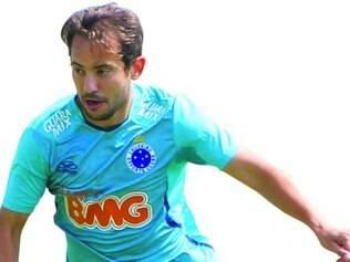 Raposa. Everton Ribeiro está muito longe de ser o craque admirado por todos no Brasil em 2013