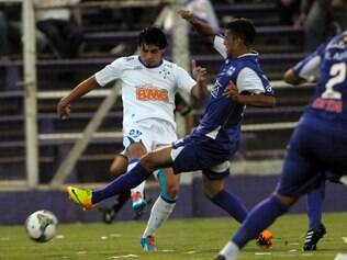 Ricardo Goulart of Brazil's Cruzeiro fights for the ball with Matias Malvino of Uruguay's Defensor Sporting during a Copa Libertadores soccer game in Montevideo, Uruguay, Tuesday, March 11, 2014. (AP Photo/Matilde Campodonico)