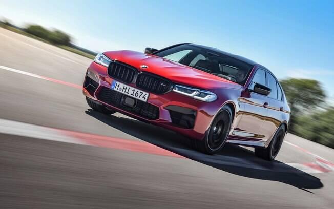 BMW M5 2021: retoques no visual, mais itens sofisticados e potência suficiente para acelerar de 0 a 100 km/h em meros 3,1 segundos