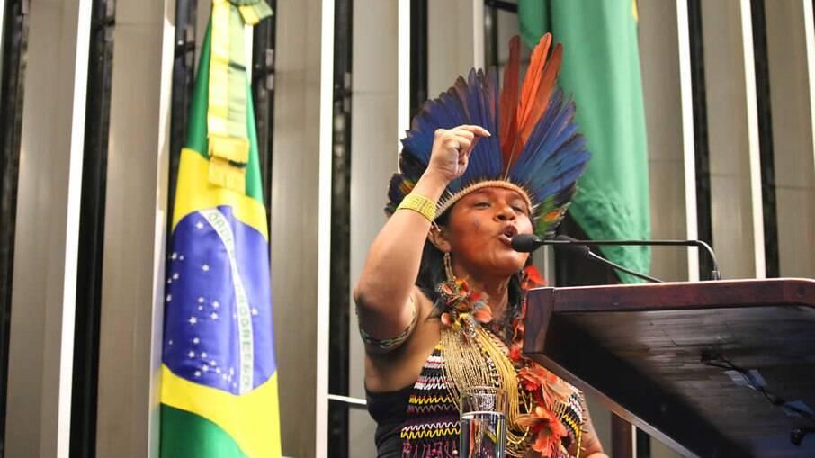 Sônia Guajajara, líder indígena intimada pela PF por criticar Bolsonaro