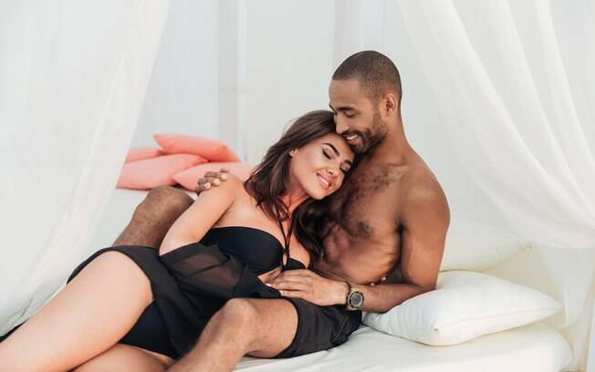 Veja algumas posições sexuais para quando você está cansada, porém quer fazer sexo sem fazer muito esforço