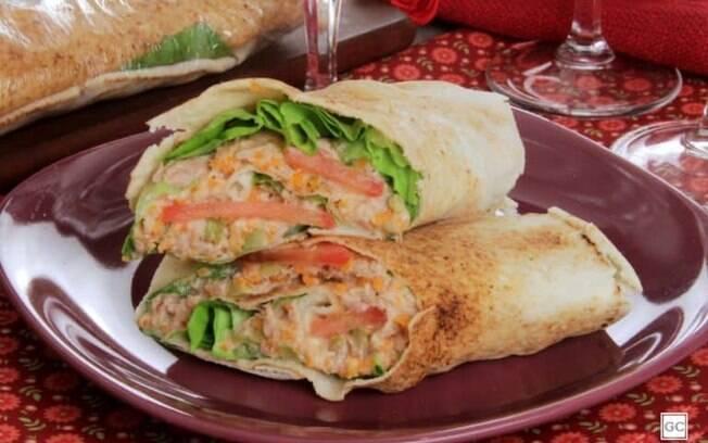 Wrap de atum com salada para um jantar leve