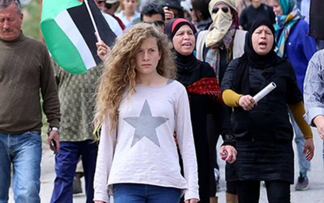 Ahed Tamimi foi presa em dezembro de 2017, quando se tornou ícone da resistência palestina, e solta após oito meses