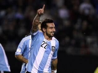 Lavezzi comandou a vitória argentina marcando dois gols
